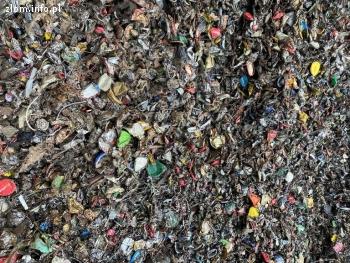Złom stalowy po recyklingu puszek